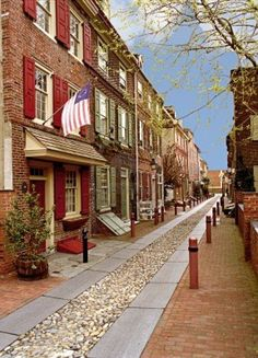 Beautiful historic Elfreth's Alley in Philadelphia, Pennsylvania