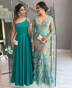 African Print Fashion, Fashion Prints, Kurta Neck Design, Indian Look, Designs For Dresses, Dressy Dresses, Luxury Dress, Designer Dresses, Dress Skirt