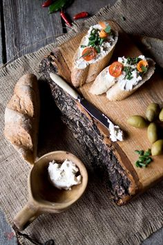 french bread with goats cheese, tomato and basil = easy dinner.