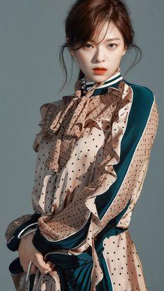 Ulzzang Girl, Nayeon, Woman Face, Fashion Outfits, Womens Fashion, Beauty Women, Asian Beauty, Korean Fashion, Asian Girl