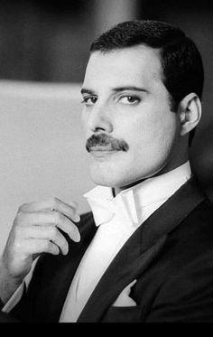 Freddie Mercury in a suit Queen Freddie Mercury, Freddie Mercury Quotes, John Deacon, Queen Songs, Funny Videos, Freedy Mercury, Freddie Mercuri, King Of Queens, Roger Taylor
