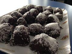 Buon giorno, buon giovedì Bimbyni e Bimbyne!!! :D                            Cioccolatini Ripieni al Cocco Pronti in Due Minuti...!!! :D   Provate questa ricetta e ditemi se vi piace!!! :D    http://www.bimby-ricette.it/2016/03/senza-bimby-cioccolatini-ripieni-al.html