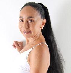 MARISOL HUMER ERIKSSON. Bailarina, Coreógrafa, docente y terapeuta corporal. Entrenadora Física y Mental. Es una mujer multifacética y creativa. Su hilo conductor ha sido el movimiento, transitando por la pintura, la actuación, el modelaje y la escritura. Formadora SAT FCN. www.marisolhume.com