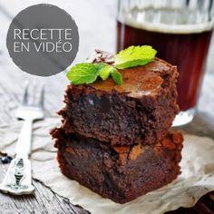 Une recette rapide et facile pour réussir le gâteau au chocolat à tous les coups ! Qui a dit que le micro ondes doit servir à chauffer le thé ?