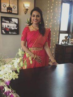 Actress SriDivya Latest Images In Saree Bridal Sarees South Indian, Indian Silk Sarees, Indian Bridal, Indische Sarees, Pattu Saree Blouse Designs, Simple Sarees, Saree Look, Red Saree, Saree Trends