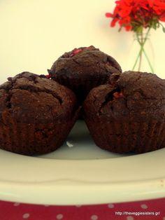 Σοκολατένια μάφινς με φράουλα Strawberry Muffins, Vegan, Cookies, Chocolate, Breakfast, Desserts, Recipes, Food, Crack Crackers