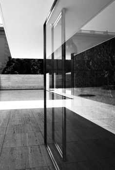 Barcelona Pavilion, Ludwig Mies von der Rohe, Barcelona, Spain.