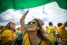 Adepta brasileira no estádio Mineirão em Belo Horizonte AFP PHOTO  GUSTAVO ANDRADE