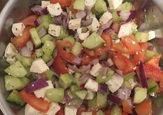 Görög saláta csirkemellel | Puszedly receptje - Cookpad receptek Cobb Salad, Feta, Salsa, Ethnic Recipes, Salsa Music