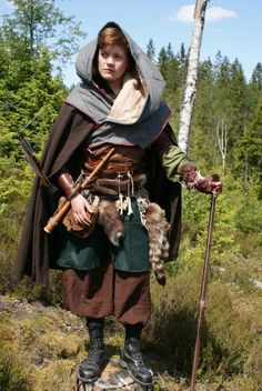 Pre-story/first encounter, more tattered—LAYERING. The key to absolutely AMAZING larp garb is multiple layers of costume. Wizard Costume, Costume Viking, Medieval Costume, Hobbit Costume, Fantasy Costumes, Cosplay Costumes, Renaissance, Landsknecht, Medieval Clothing