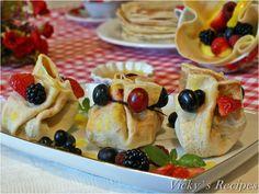 Trăistuțe din clătite cu fructe, cremă și sirop de lămâie No Cook Desserts, Erika, Waffles, Avocado, Cooking, Breakfast, Kitchen, Morning Coffee, Lawyer