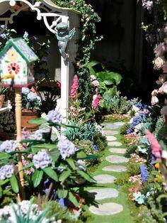 """Résultat de recherche d'images pour """"dollhouse miniature gardens"""""""