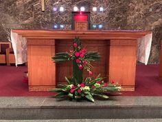 세검정성당 > 영상게시판 > 사순5주일,주님수난성지주일,성삼일제대꽃꽂이[헌화회] Church Flower Arrangements, Liquor Cabinet, Entryway Tables, Bouquet, Flowers, Furniture, Home Decor, Christmas Decor, Fiestas
