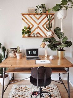 White Home Office Ideas To Make Your Life Easier; home office idea;Home Office Organization Tips; chic home office. Home Office Space, Home Office Design, Home Office Decor, Diy Home Decor, Room Decor, Office Designs, Office Furniture, Furniture Ideas, Office Art
