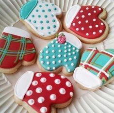 Sugar Cookie Mittens by tam mabley-chaisson, Fancy Cookies, Iced Cookies, Cute Cookies, Royal Icing Cookies, Cookies Et Biscuits, Cupcake Cookies, Cupcake Emoji, Icing Cupcakes, Cheesecake Cupcakes