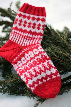 Wool Socks, Knitting Socks, Christmas Cross, Mittens, Christmas Stockings, Knit Crochet, Diy And Crafts, Cross Stitch, Slippers