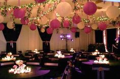 Cute mix of paper lanterns to create this reception look❣ dreammadestudio
