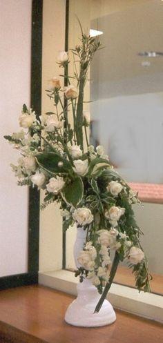 hogarth curve floral arrangement - for entry