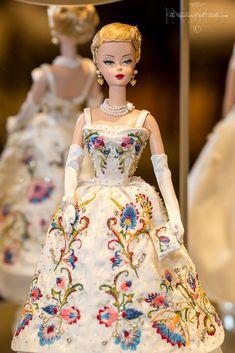Barbie Clothes Patterns, Vintage Barbie Clothes, Doll Clothes Barbie, Barbie Dream, Barbie Barbie, Palais De Buckingham, Glamour Dolls, Barbie Collection, Barbie World