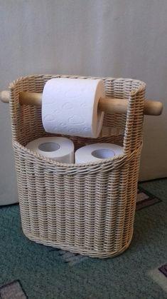 Arts And Crafts Beer Parlor Newspaper Basket, Newspaper Crafts, Willow Weaving, Basket Weaving, Toilette Design, Paper Weaving, Rattan Basket, Toilet Paper, Diy Home Decor