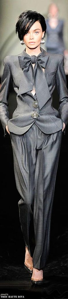 See all the Collection photos from Giorgio Armani Prive Autumn/Winter 2009 Couture now on British Vogue Grey Fashion, Look Fashion, High Fashion, Fashion Show, Fashion Design, Armani Prive, Couture Fashion, Runway Fashion, Womens Fashion
