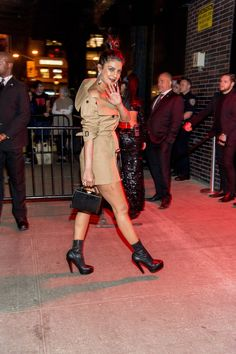 See the 2017 Met Gala After-Party Looks Bollywood Actors, Bollywood Fashion, Bollywood Style, Deepika Padukone Dresses, Party Fashion, Fashion Outfits, Priyanka Chopra Hot, Edgy Chic, Indian Celebrities