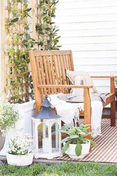 L'été vous inspire à relooker votre espace extérieur avec plantes ? Jetez donc un coup d'œil à nos idées de DIY jardinière avec treillis à faire soi-même !