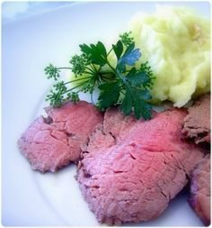 Le rosbeef est un plat tellement simple que l'on oublie parfois à quel point il est facile d'en rater la cuisson. Une recette infaillible ...