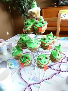 How to Make Cute Frog Cupcakes | The Chaos and the Clutter