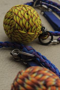 The Knife Blog presents a few AWESOME ideas for paracord creations! If you're looking to do some crafting today, check out these ideas for inspiration http://www.knifeblog.com/paracord-craziness/