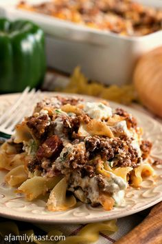 Hamburger Cheese Bake - A classic, family-friendly casserole with layered egg noodles, ground beef, tomato sauce, bell pepper and cheese. (A Family Feast) Beef Dishes, Food Dishes, Main Dishes, Meat Recipes, Cooking Recipes, Recipes Dinner, Hamburger Recipes, Recipies, Cheese Recipes