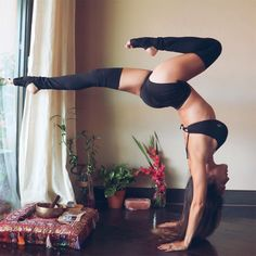 @MyLittleYogi OMG Yoga Poses - Hello Abs #yogaposes