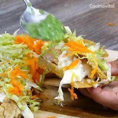 Unas gorditas rellenas de camarón son lo mejor que le pudo pasar a los mariscos ¡Toda una delicia! En Tabasco es un clásico y le llaman tortilla asadero de camarón.