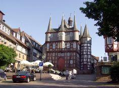 Blick auf das 8-türmige Rathaus in Frankenberg.