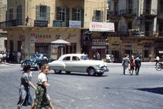 Bab Idriss [1950s] Mercedes 180, Old Egypt, Cairo Egypt, Old Pictures, Old Photos, Ancient Egyptian Tombs, Baalbek, Bagdad, Beirut Lebanon
