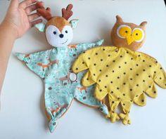 Bébé lovey couverture de sécurité de bébé cadeau de bébé   Etsy Fabric Toys, Fabric Crafts, Paper Toys, Sewing Toys, Sewing Crafts, Baby Security Blanket, Baby Lovey, Fabric Animals, Baby Sewing Projects