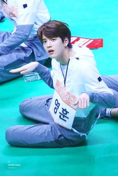(12) Twitter Most Handsome Men, Handsome Boys, Guy Best Friend, Best Friends, Joo Haknyeon, Kim Young, Class Memes, Taehyung, Drama