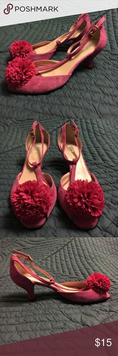 Fuchsia suede pom-pom t-strap heels Bright pink suede 2.5 inch heels with a small gold-finish t-strap buckle. At the peep toes are festive fabric pom-poms. Excellent condition, no signs of wear. To Be brand. Size 39. Shoes Heels