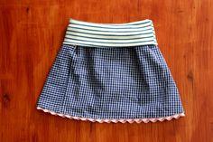 Da beim Sommerkleidchen neulich noch etwas Stoff vom Männerhemd übrig war, habe ich kurzerhand noch einen Rock daraus genäht (tragbar für Mädchen zwischen Größe 74 und 96).