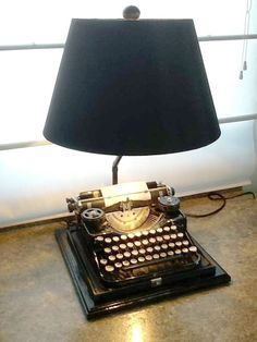 Repurposed vintage typewriter made into a table/desk lamp. Cool Lamps, Unique Lamps, Recycled Lamp, Repurposed, Rustic Table Lamps, Lamp Table, Desk Lamp, Table Desk, Lampe Retro