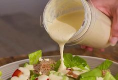 vegan caesar salad dressing recipe you will ever taste. So rich, creamy and super delicious, it will make any salad taste amazing. Also great over potatoes and pasta.Vegan Caesar Salad Dressing - Forget the oil and no need for eggs or Sauces Thermomix, Vegan Thermomix, Vegan Sauces, Vegan Foods, Vegan Dishes, Mcdougall Diet, Mcdougall Recipes, Sauce Salade Cesar, Cesar Salat