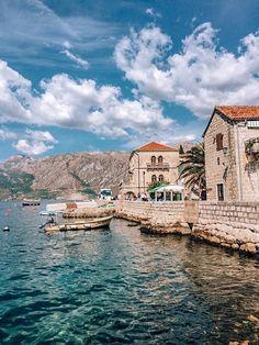Кажется, Пераст – мой любимый город во всей Черногории. Я не знаю какая такая магия в нем зашита, но он сразил меня наповал. Если и возвращаться в Черногорию, то в Пераст! Город поражает своей музейной картинкой. Montenegro Travel, Homeland, Art Girl, Cities, Travel Destinations, Trips, Street Style, Dreams, Mansions