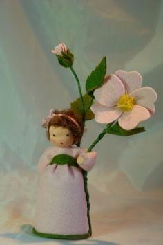 Frühling - Heckenröschen - Jahreszeitentisch - Blumenkind - ein Designerstück von Katjas-Puppenstuebchen bei DaWanda