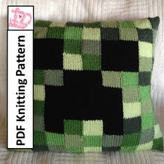 You're going to love Minecraft Creeper Pillow cover, 2 sizes by designer LadyshipDesigns. Loom Knitting, Hand Knitting, Knitting Patterns, Crochet Patterns, Pillow Patterns, Crochet Ideas, Minecraft Knitting, Minecraft Crochet, Crochet Home