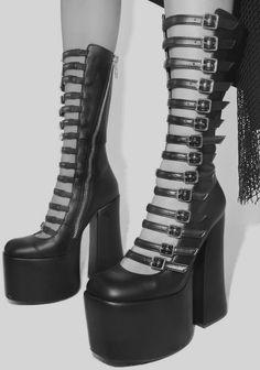 4e6f2bdf31 A(z) 132 legjobb kép a(z) Shoes táblán ekkor: 2019 | Boots, Goth ...