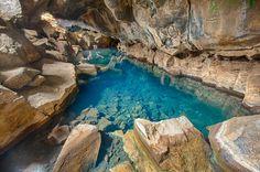 La source d'eau chaude de Grjótagjá en Islande : Grottes : 20 sites naturels colorés et extraordinaires - Linternaute