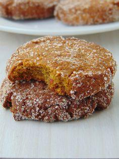 Składniki (na 7 ciasteczek) -60g gęstego puree z dyni hokkaido* -110g mąki gryczanej -1 łyżeczka proszku do pieczenia BIO -pół dojrza...