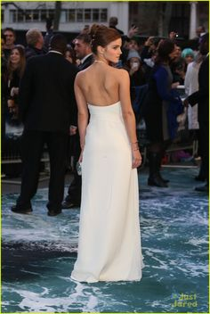 Emma Watson's Leg Takes Center Stage at 'Noah' London Premiere | emma watson leg noah london douglas booth 21 - Photo Gallery | Just Jared Jr.
