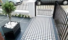 Geometric Black and White Victorian Tile Path - London Garden Design Victorian Front Garden, Victorian Terrace, Victorian London, Terrace Garden, Garden Paths, Terrace House Exterior, Small Front Gardens, Small Front Garden Ideas London, Front Path