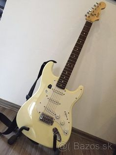 Squier Stratocaster - 1